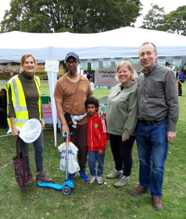 L-R: Vanessa, Chair Friends of Wormholt Park, local resident & son, Sian, Wormholt Residents Association, Andy Slaughter MP