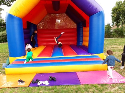 Fete bouncy castle